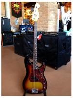 Fender Custom Shop Journeyman Relic Postmodern Bass 3-Color Sunburst