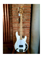 Music Man Stingray 4 White MP