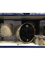 Dw (drum Workshop) Collector's Finish Ply Broken Glass